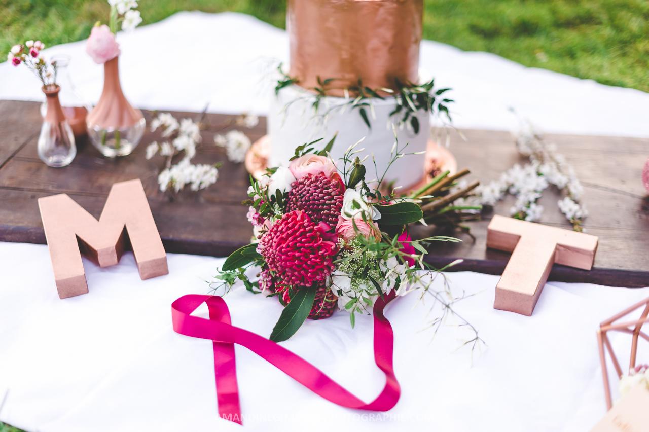 Buffet de mariage coloré et cuivré